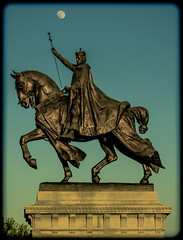 St. Louis Statue (Michael Shoop) Tags: sunset usa moon statue canon stlouis missouri saintlouis forestpark kinglouisix stlouisartmuseum arthill michaelshoop