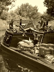 Awbridge (Coalboater) Tags: boat canal awbridge staffsworcs roach coal coalyard bletchley southerncross bags load