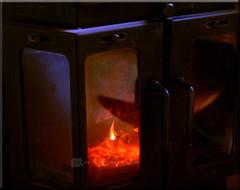 '160711 - warmen bij de houtkachel (creating more portraits...) Tags: kachel hout warmte vuur branden
