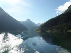 Norway trip 2012 (BasiQ7) Tags: mountains water norway landscape skandinavien fjord bergen scandinavia landschaft fiord góry woda widok skandinavia hory koło krajobraz norwegia zatoka skandynawia pejzaż fiordy skandinávie podbiegunowe polarne skandynawskie