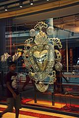 D&G (ragolf  ) Tags: city people window colors canon mall malaysia kualalumpur klcc