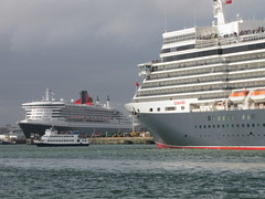3 Queens Southampton 2015 - IMG_4096 (Captain Martini) Tags: cruise cruising southampton cunard cruiseships liners rmsqueenmary2 msqueenvictoria msqueenelizabeth cunard175