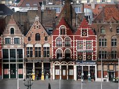 Maisons du Markt à Bruges (alain_halter) Tags: belgique façades maisons brique bruges fenêtres toits tuiles fentres faades régionflamande