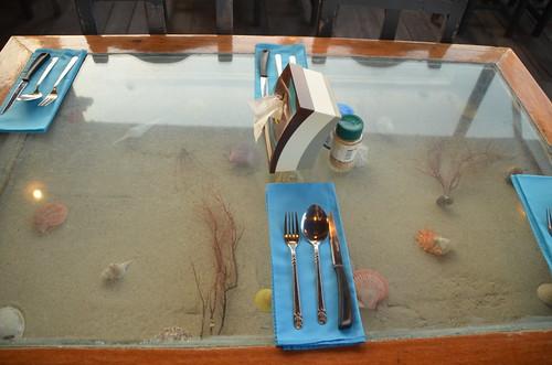 1177 Zo zagen alle tafels in het restaurant eruit. Ik zag mijn oude salontafel terug...