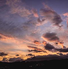Hoy busco dormir agusto, no suena muy ambicioso pero creme es mucho. (Andrea Latasa) Tags: sky mountain backlight clouds sunrise contraluz landscape spain paisaje colores amanecer cielo nubes monte euskalherria pasvasco beasain txindoki goierri coloresvivos