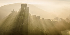 Light Beams (Stu Meech) Tags: light mist castle fog backlight sunrise nikon lee dorset d750 filters tamron corfe beams 2875