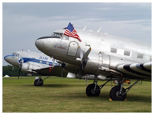 Douglas C 47 Dakota n° 9172 F-AZTE & Douglas C-47B Dakota Mk4