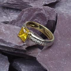 Engagement Ring 18ct yellow gold with yellow sapphire (loxy681) Tags: jewellery ring jewellers wedding engagement eternity