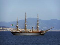 Anglų lietuvių žodynas. Žodis school-ship reiškia n jūr. mokomasis laivas lietuviškai.