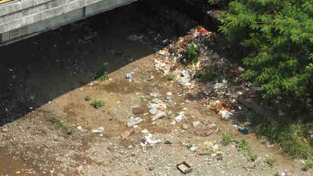 Kesadaran masyarakat membuang sampah