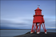 Groyne Lighthouse (jeanny mueller) Tags: red sea england lighthouse seascape landscape meer unitedkingdom southshields groyne leuchtturm