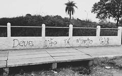 Deus no t morto (juliano.fchaves) Tags: new white black branco brasil zeiss project dead nokia is god preto e carl projeto ta novo nao lentes contra parede morto 930 deus filtros lumia pureview