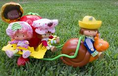Escargot, Strawberry & friends (CptSpeedy) Tags: strawberryshortcake orangemarmalade huckleberrypie escargot snail cart dolls americangreetings kenner picnic outdoors orlando raspberry tart cute