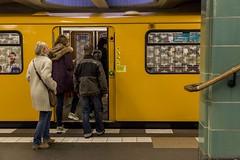 Subway passengers (Luiz Contreira) Tags: people berlin colors station canon germany subway europa europe streetphotography passengers german dslr berlim alemanha fotografiaderua 24105mm brazilianphotographer fotgrafosbrasileiros canon6d contreira luizcontreira