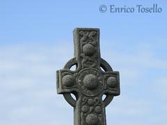 Celtic Cross At Iona Abbey (Enrico Tosello) Tags: scotland cross iona celtic enrico ionaabbey tosello enricotosello