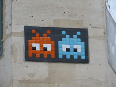 Space Invader PA_462 (tofz4u) Tags: two streetart paris tile mosaic duo spaceinvader spaceinvaders deux invader mosaque artderue 75002 pa462 reactivated restaur