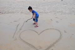 Birthday boy (laporpo alkapunzi) Tags: beach fujifilm 1855mm f28 pantai terengganu xt10 pantaikelulut