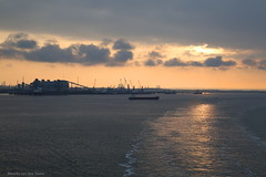 Goodbye (Maurits van den Toorn) Tags: sunset zonsondergang avond evening nightfall harbouw port haven hull england