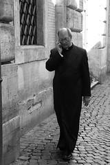 Rome 2016 (Vincenzo L.D.) Tags: roma italia rome italy prete priest telefono cellulare mobilephone strada street