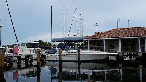 demenslanding albertwhitted downtown lovefl searay expresscruiser400 sailing yachts sailboats water sky docks marina boats