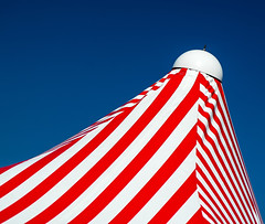 minimalURBAN (Lunor 61) Tags: abstract abstrakt minimal minimalismus minimalistisch urban architecture architektur lines linien diagonale detail white weis blue blau red rot sky summer italia liguria