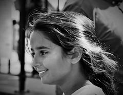 Eblouissante! (dominiquita52) Tags: blackwhite noiretblanc girl fille portrait streetphotography photoderue smile sourire