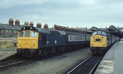 25248 AND 40197 ARE SEEN AT LLANDUDNO ON 12 AUGUST 1982 (47413PART2) Tags: 25248 brblue 40197