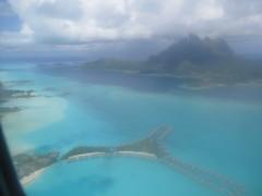 "Bora Bora vu du ciel <a style=""margin-left:10px; font-size:0.8em;"" href=""http://www.flickr.com/photos/83080376@N03/16940410958/"" target=""_blank"">@flickr</a>"