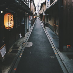Vanishing point japan... (alphaios) Tags: street japan canon japanese vanishingpoint kyoto streetphotography sigma mm 1020 550d vscocam