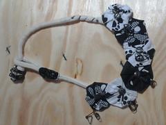 COLAR ADORADO (artes da doída) Tags: metal arte yo artesanato bijoux bijuteria fuxico colar gargantilha arame yos botões
