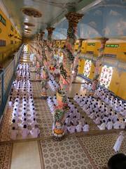 Mis in de Cao Dai Temple (MTTAdventures) Tags: temple cao dai muziek mis zingen gelovigen priesters