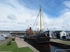 Entering Ardrishaig Lock (chessieboater) Tags: scotland canal puffer crinan vic32