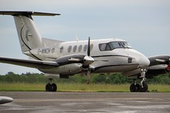 G-WNCH Fairoaks 22 May 2016 (ACW367) Tags: beech b200 fairoaks superkingair gwnch synergyaviation