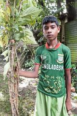 H504_3357 (bandashing) Tags: trees red england men green boys festival manchester dance log shrine branch pray sing sylhet bangladesh socialdocumentary mazar aoa shahjalal bandashing akhtarowaisahmed treecuttingfestival lallalshahjalal
