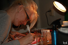 My Muse is always concentrated on her work (YobeK) Tags: mijnmuze mymuse blonde eyesblue stoer strong foxylady yobekakajohankuhlemeier lekker nice