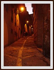 Amor al final del camino .. (2) (margabel2010) Tags: rojo pareja dibujo nocturnas farolas calles parejas callejones tarazona anocheceres focos callesempedradas imagennocturna callespeatonales