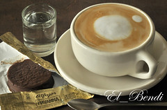 Caf con leche Havanna (El_Bendi) Tags: macro coffee caf photography photo milk cafe foto photographer fotografia havanna espuma fotografa capuchino