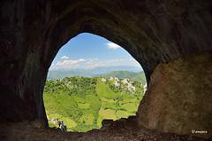 Una mirada al exterior. (amajocu) Tags: espaa naturaleza spain nikon asturias vistas cueva d5100