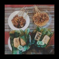 Kuliner yuk, cari yang ngenyangin. Biar bobonya nyenyak. Nasi sumsum bakar, endes nih.. #repost Photo by @hentriserban . . #kuliner #night #pasarlama #serang #culinary #kotaserang #nasi #nasisumsumbakar #food #Banten #indonesia. . . http://kotaserang.net/ (kotaserang) Tags: food by night indonesia photo yang cari culinary yuk nih nasi repost bakar serang sumsum endes banten nyenyak biar kuliner kotaserang instagram ifttt pasarlama httpkotaserangcom ngenyangin bobonya hentriserban nasisumsumbakar