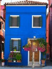Au fil des rues... Burano (Yvette Gauthier) Tags: bleu venise venezia couleur italie burano