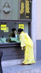 IMG_3344 (ermyale) Tags: vetrina domodossola vco piemonte italia giallo