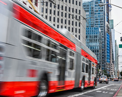 downtown express (pbo31) Tags: sanfrancisco california nikon d810 color july 2016 summer boury pbo31 overcast muni missionstreet red motionblur financialdistrict traffic motion infinity city urban bus transport gray
