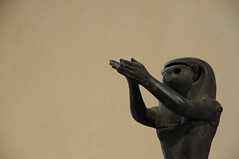 Falconaro (D:D:T: ) Tags: light paris bird art museum gold hands arte louvre pray egypt mani museo statua luce egitto oro parigi uccello preghiera egizio egizia