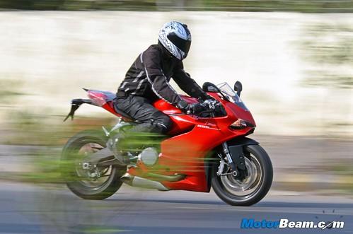 2015-Ducati-Panigale-899-09