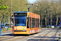 GVB Combino Ziggo tram 2086, Lijn 7, Insulindeweg (Don Maskerade) Tags: orange reclame 7 tram advertisement theme oranje gvb thema lijn combino insulindeweg 2086 ziggo