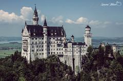 Neuschwanstein Castle (meepeachii) Tags: trees mountains alps castle tourism nature clouds germany deutschland bavaria natur sightseeing wolken berge alpen neuschwanstein schloss bäume tourismus allgäu sehenswürdigkeit