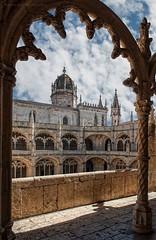 La torre enmarcada (Javier Martinez de la Ossa) Tags: portugal lisboa lisbon claustro conventodelosjernimos javiermartinezdelaossa