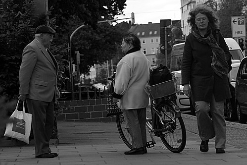 """Treffen (2) BW • <a style=""""font-size:0.8em;"""" href=""""http://www.flickr.com/photos/69570948@N04/18125901785/"""" target=""""_blank"""">View on Flickr</a>"""