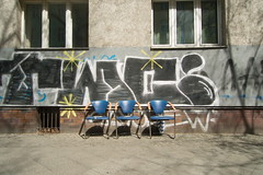 Please take one of those three seats # 454 (sterreich_ungern) Tags: old 3 streetart berlin facade trash lost nice chairs decay seat collection colourful gafitti find 44 sthle neuklln drei sammlung batteres
