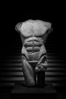 Apareciendo desde las Sombras... (Serie Estatuas del Louvre) (27/05/2016)